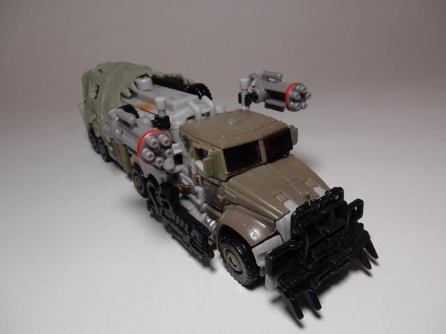 トランスフォーマーダークサイドムーン、メガトロンビークルモード、武器装備