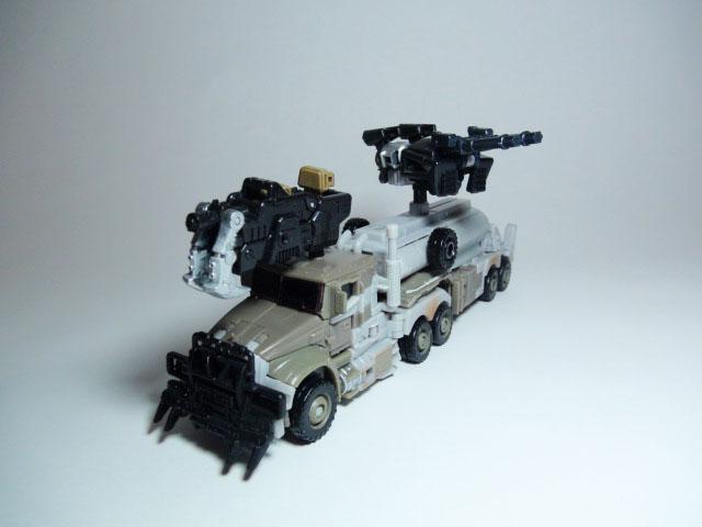 トランスフォーマーダークサイドムーン、メガトロンビークルモード、メックテック武器装備
