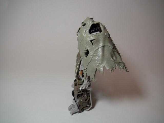 ダークオブザムーンメガトロン、布を被せて横から