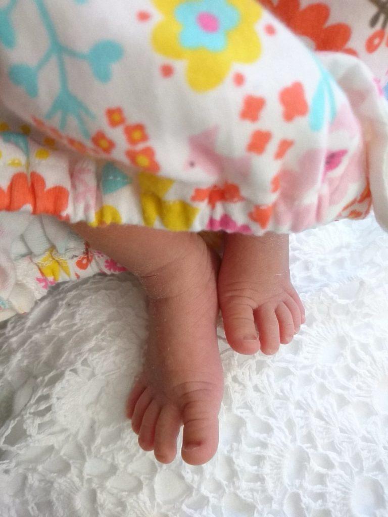 生後2週間頃の娘の足