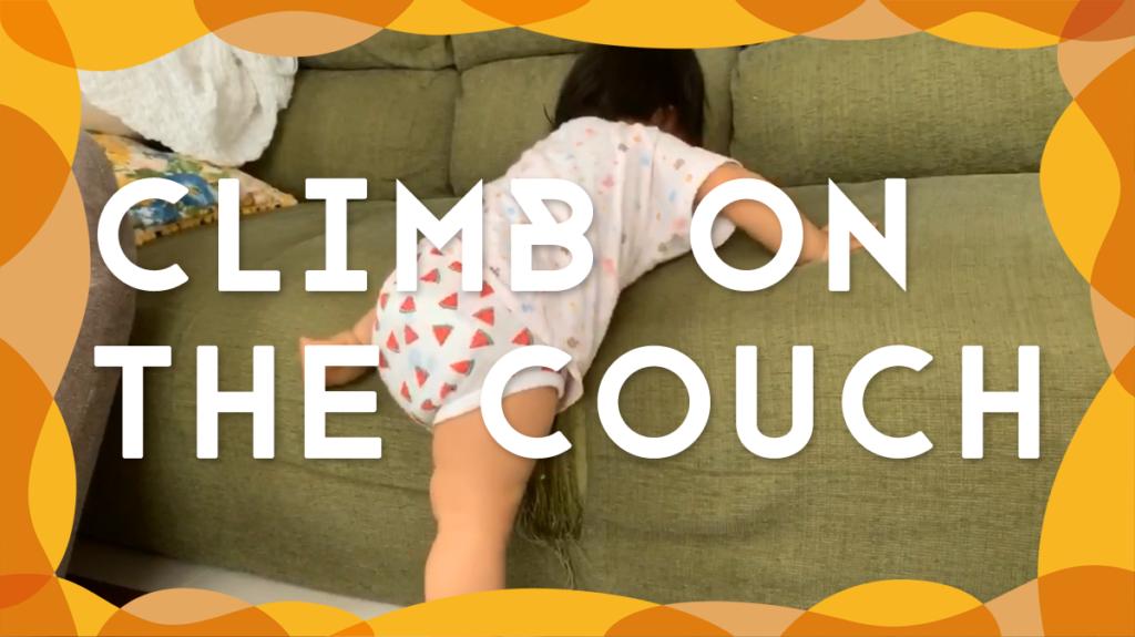 【いろんな事おぼえたね】ソファに登って寄り添ってくる1歳の娘