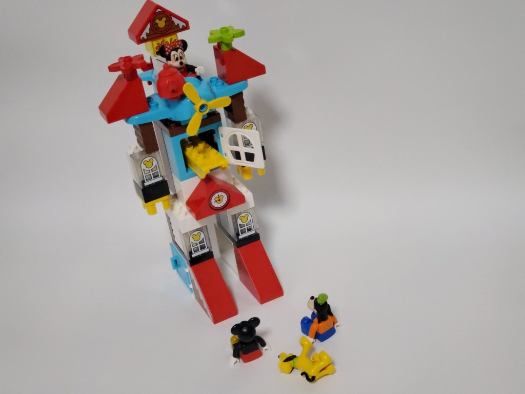 lego duploミッキーとミニーのホリデーハウス、ロボットへ変形、狙われるメンバー
